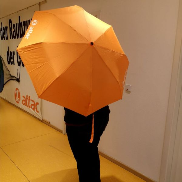 Attac-Regenschirm
